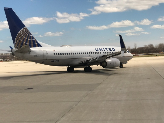 United B737-700 going to LGA